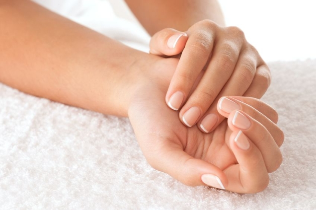 beautiful-manicured-hands-144319
