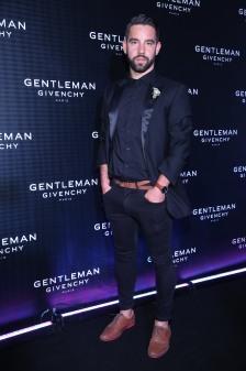 Agustin Sierra en el cocktail party de New Gentleman de Givenchy
