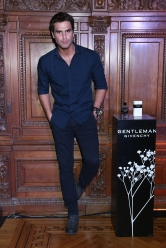 Nico Furtado en el cocktail party de The New Gentleman