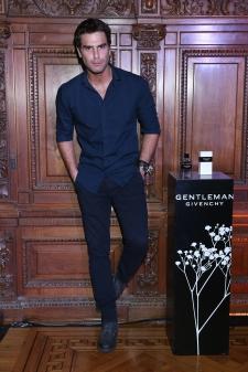 Nico Furtado en el cocktail party de The New Gentleman