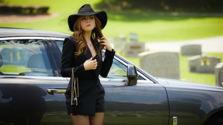 """Dynasty -- """"Spit It Out """" -- Image Number: DYN102b_0301.jpg -- Pictured: Elizabeth Gillies as Fallon -- Photo: Bob Mahoney/The CW -- © 2017 The CW Network, LLC. All Rights Reserved."""