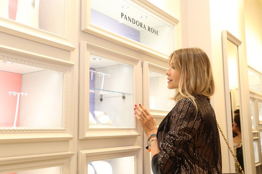 Guille Valdes en la apertura de Pandora en Alcorta Shopping (36)