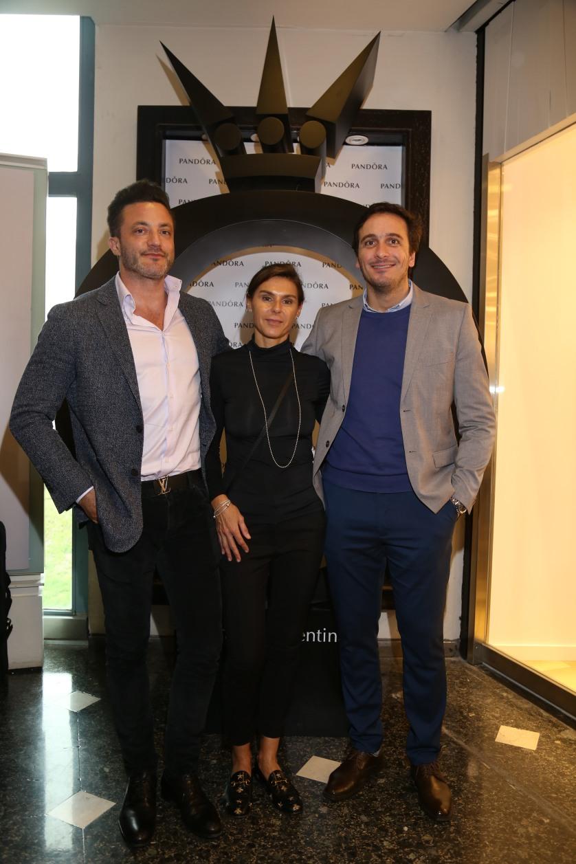 Martín Pereyra, Fernanda Pirosando y Ezequiel Bagnardi en la apertura de Pandora en Alcorta Shopping (34)