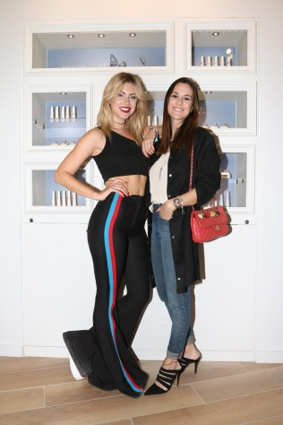 Stephanie Demner y Luli Fernandez en la apertura de Pandora en Alcorta Shopping (24)