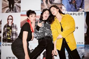 La actriz Male Sánchez, Cande Vetrano y Delfina Chávez en la inauguración de Complot en la calle Honduras 2