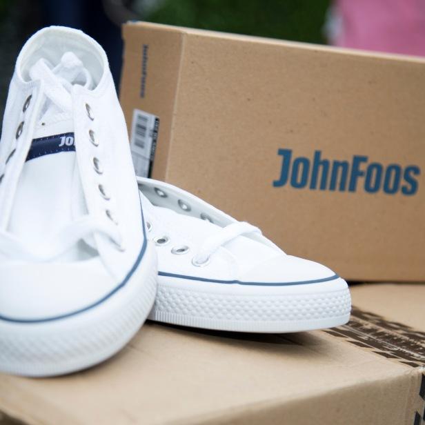 john-foos-dona-zapatillas-al-hospital-materno-infantil_49923254553_o