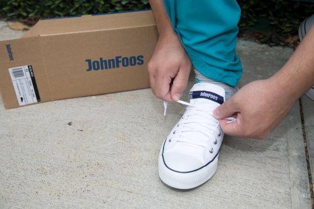 john-foos-dona-zapatillas-al-hospital-materno-infantil_49923256533_o