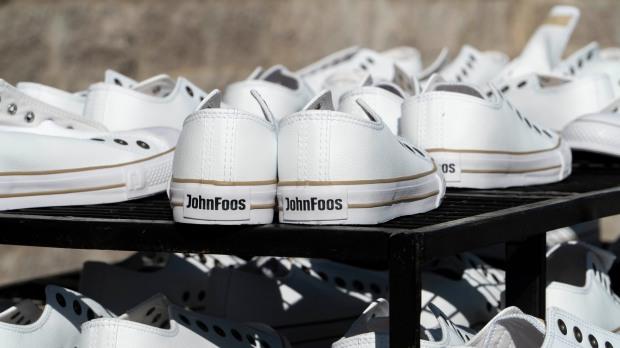 Zapatillas John Foos para el personal médico del Hosp. Materno Infantil de San Isidro